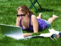Laptop használat kert